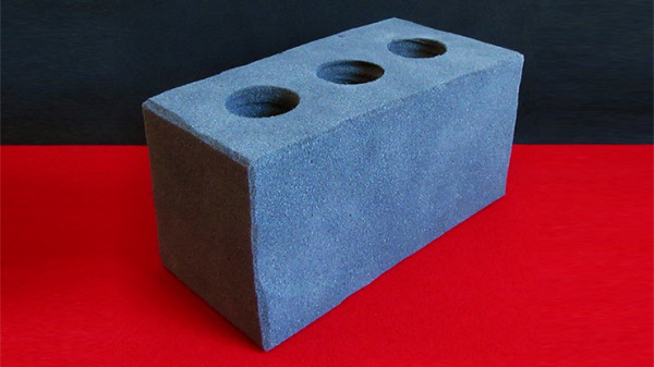 Ziegelstein aus Schaumstoff - Sponge Cement Brick by Alexander May